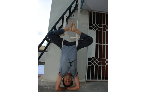 Using Rope sirsasana belt by Vinay Siddaiah